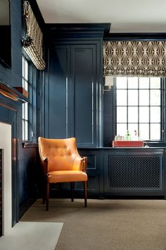 obsessed w. this paint color - farrow & ball hague blue. Color for family room or front room My Living Room, Living Room Decor, Living Spaces, Dining Room, Dark Walls, Blue Walls, Home Design, Design Design, Design Trends