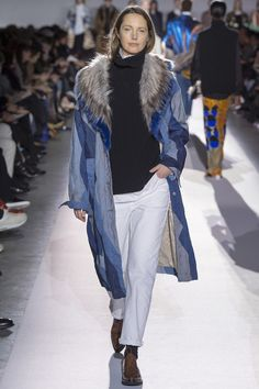 The complete Dries Van Noten Fall 2017 Ready-to-Wear fashion show now on Vogue Runway. Fashion Week, Fashion 2017, High Fashion, Womens Fashion, Fashion Editor, Paris Fashion, Dries Van Noten, Fashion Show Collection, Autumn Winter Fashion