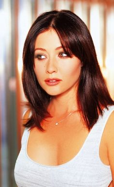 Shannen Doherty as Prue Halliwell, in Charmed TV Series : 26 high-res pictures Enjoy Shannen Doherty as Prue Halliwell in Charmed : Serie Charmed, Charmed Tv Show, Holly Marie Combs, Rose Mcgowan, Shannon Dorothy, Shannen Doherty Charmed, Alyssa Milano Charmed, Charmed Sisters, Beverly Hills 90210