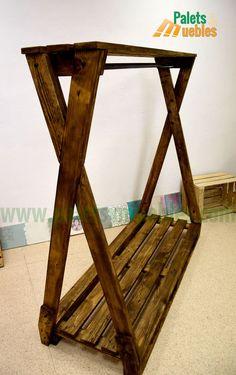 perchero para ropa hecho con tablas de palets de madera reciclados, lijado y pintado en roble claro......................................................... Wood Clothing Rack, Diy Clothes Rack, Clothing Store Displays, Vintage Clothing Stores, Vintage Flowers Wallpaper, Boutique Decor, Garment Racks, Farmhouse Style Kitchen, Diy Wood Projects