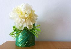 Reuse empty tins and don´t throw them away. Here are some ideas what you could do. Tin Flowers, Flower Vases, Flower Arrangements, Some Ideas, Reuse, Home Decor, Floral Arrangements, Decoration Home, Room Decor