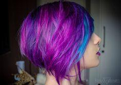 cabelo curto roxo azul