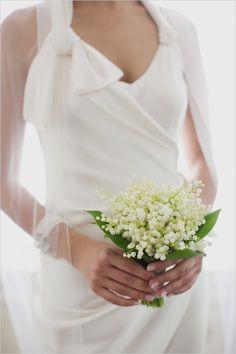simple white wedding bouquet #bouquet #bride #weddingchicks http://www.weddingchicks.com/2014/02/11/relaxed-california-wedding/