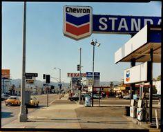 La Brea Avenue and Beverly Boulevard, Los Angeles, California, 1975, par Stephen Shore.