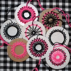 """Bereits im letzten Jahr hatte ich mich in diese Technik verliebt. Es ist so ne M… Already last year I fell in love with this technique. It's a mix of embroidery and nail art. You can """"the Schuckstü … Clay Crafts For Kids, Toddler Crafts, Crafts For Teens, Fall Crafts, Crafts To Sell, Diy For Kids, Diy And Crafts, Arts And Crafts, Paper Crafts"""