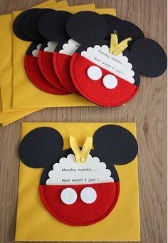 Como hacer tarjetas de invitación de Mickey