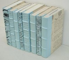Painted Book Spines, all those old books. Dollar Store Crafts, Crafts To Sell, Dollar Stores, Home Crafts, Old Book Crafts, Paper Crafts, Libros Pop-up, Farmhouse Books, Bleu Pastel