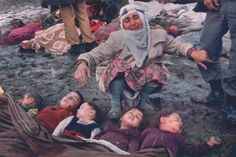 Earthquake in Turkey. (トルコ大地震) 1983年10月30日、トルコ北東部のエルズルムやカルス付近で発生した地震で、生き埋めになった自分の5人の子どもを見つけた母親Kezban Özer氏の写真。 Mustafa Bozdemir(トルコ) World press photo of the year 1983