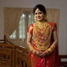 Image may contain: one or more people and people standing Indian Bridal Fashion, Indian Bridal Wear, Indian Wear, Sari Wedding Dresses, Saree Wedding, Indian Wedding Bride, South Indian Bride, Malayali Bride, Set Saree