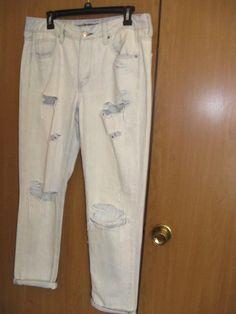 c6f170c72c7 AMERICAN EAGLE Light WASH TOMGIRL Destroyed Jeans 10 Reg NWOT  fashion   clothing  shoes
