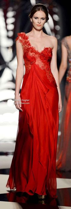 Mireille Dagher Fall Winter Haute Couture Collection is filled with outstanding formal evening wear in ethereal styles. Red Fashion, Runway Fashion, High Fashion, Costura Fashion, Couture Dresses, Beautiful Gowns, Costume, Pretty Dresses, Lady In Red
