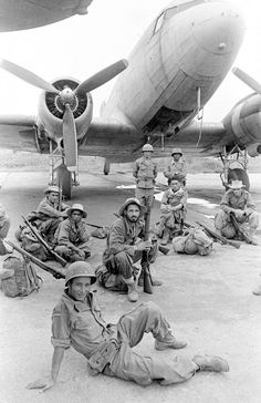 Algerian troopers, part of French union troops, waiting to board a Dakota plane during the First Indochina War, Pin by Paolo Marzioli First Indochina War, Sniper Training, French Foreign Legion, French Colonial, French History, War Photography, French Army, Indochine, Paratrooper