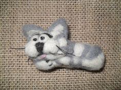 Cute needlefelted cat brooch by JuliePavittRobinson on Etsy