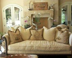 Incredible French Country Living Room Decor Ideas (8