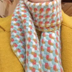 Holly Berry | deflected double weave | London, England, U.K. Woven Scarves, Handmade Scarves, Loom Weaving, Hand Weaving, Layered Weave, Scarf Design, Weaving Patterns, Dobby, London England