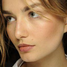 10 Easy Makeup Tips for California-Girl-Level Glowy Skin