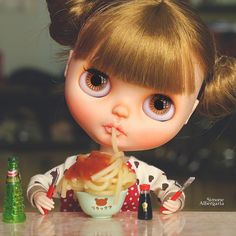 Lunch time! | Mom said I have to eat to be strong! | Simone Albergaria | Flickr