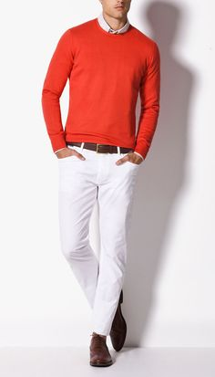 Nice outfit with a simple pullover a shirt and some slim fit pants. Nice brown belt goes nicely together with the brown shoes.