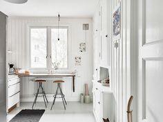 Monoambiente escandinavo con decoración de interiores en blanco 9