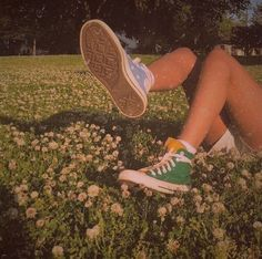 Find images and videos about summer, vintage and aesthetic on We Heart It - the app to get lost in what you love. 80s Aesthetic, Summer Aesthetic, Aesthetic Vintage, Aesthetic Photo, Aesthetic Pictures, Aesthetic Green, Aesthetic People, Aesthetic Beauty, K Fashion