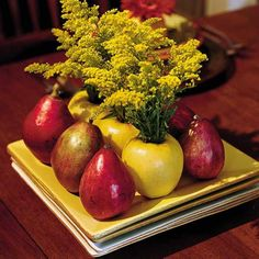 Pears and apples floral arrangement, creative Thanksgiving table centerpiece idea