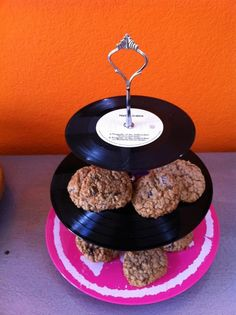 ROCK N ROLL Party Vinyl Record LP Cake, Cupcake and Dessert Treat Stand Display. Remember for Gta's birthday !!