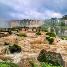 O movimento das águas das Cataratas do Iguaçu, em Foz do Iguaçu/PR, no clique do @carpediemblog. Poste você também sua foto com a hashtag #VoeGOL