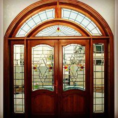 الزجاج المعشق الكريستالي للباب الرئيسي للفيلا .لدى غسان للديكور0506310864