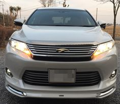 TOYOTA 新型ハリアーのエクステリア。フロントライト全灯時です。 http://bloooger.jp/harrier/ #ハリアー #自動車 #SUV