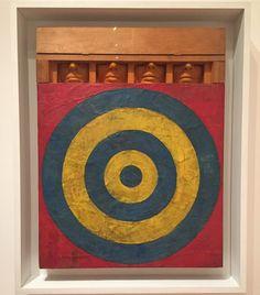 ジャスパージョーンズJasper JohnsMoMAことアメリカ近代美術館にて上の方の目が入ってない顔のシュールさがたまりませんですしかも横から見たら箱になってましたMoMAは有名アーティストの有名作品がうじゃうじゃしててとんでもないことになってますね美術の教科書めくってるみたい #1日1アート #NY編でお届けしています#これで滞在はほぼ終わり #作品はまだまだアップします #お楽しみに #JasperJohns #MoMA #art #modernart #ny #everydayart