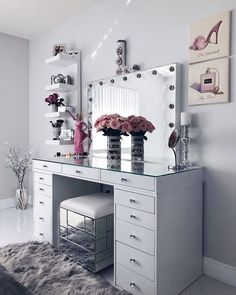 24 Makeup Vanity Table Designs to Decorate Your Home ★ Glam Modern Vanity Tabl. - Furniture I've bought for my home - Make up Makeup Vanity Decor, Makeup Rooms, Makeup Vanities, Makeup Vanity Tables, Diy Makeup Desk, Modern Makeup Vanity, White Makeup Vanity, Makeup Vanity Lighting, Nice Makeup
