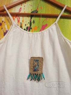 Collar de crochet, con botón pintado y hecho  a mano y otros complementos. http://calpearts.blogspot.com.es/p/colgantes.html