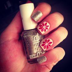 christmas poinsettia nails with essie polish