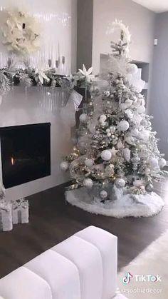 White Christmas Tree Decorations, Elegant Christmas Trees, Creative Christmas Trees, Christmas Themes, Holiday Decor, Luxury Christmas Decor, Flocked Christmas Trees, Christmas Tree Inspiration, Best Decor