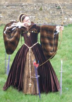Early Tudor gown with amazing fur sleeves. Not sure I could shoot archery in one.