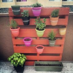 Made from a recycled pallet! Great idea!