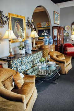 Living room decor and furniture found at Avery Lane Fine Consignment in Scottsdale, Arizona.