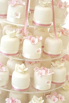 Mini Tortillas, Cake Pops, Cherry Blossom Party, Muffins, Poke Cakes, Little Cakes, Sweet Desserts, Chocolate, Mini Cakes