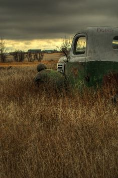 JUST PLAIN COUNTRY CHARM <3 An old truck out in the field.