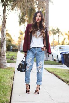 boyfriend jeans, black bag, white tee, black sandals, burgundy blazer ☑️