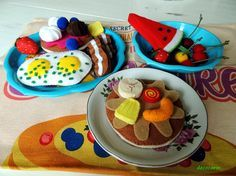 Felt Play Food, Breakfast Set, Frozen Princess, Blue Bowl, Montessori Toys, Felt Diy, Plates And Bowls, Diy Toys, Macaroons