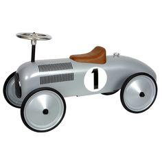 Loopauto metaal Zilver race 1+  Mooi en stoere loopauto van het merk Marquant. Staat tevens leuk op de kinderkamer, maar ook in de woonkamer. Deze metalen race auto is mede door de lange wielbasis zeer stabiel en kan tevens korte bochten draaien. Afmetingen lxbxh ca.L:80 x B:38 x H: 28 cm(zitje) / Stuur: 40 cm. Geschikt vanaf 1 jaar. Voor binnen en buiten gebruik.
