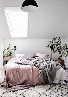 Bedroom with pink linen and green plants | How to avoid these common decorating mistakes in the bedroom – inspiration and ideas