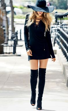 Blake Lively fashion style. Juicy Couture long sleeved mini dress.