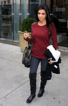 Kourtney Kardashian is always the most dressed down when it's time to be casual. I love that! #Simple #Natural