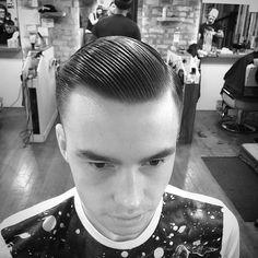 Natural side part. #barbers #oldschoolbarbers #fridaybarbergang #barbersinctv #britishmasterbarbers #showcasebarbers #menshairs #barbershopconnect #thebarberpost #barberloveuk #internationalbarbers #truebarberproducts #modernbarbermag #layrite #traditionalbarbers #truebarberproducts #hairmenstyle