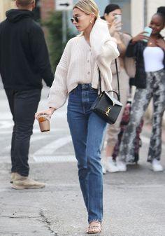 6 ways celebrities style jeans in 2020 - celebrities in jeans a year . - 6 ways celebrities style jeans in 2020 – celebrities in jeans in Hailey Bieber – - Celebrity Summer Style, Celebrity Style Dresses, Celebrity Outfits, Celebrity Fashion Casual, Style Summer, Celebrity Clothing, Celeb Style, Hipster Fashion Style, Look Fashion
