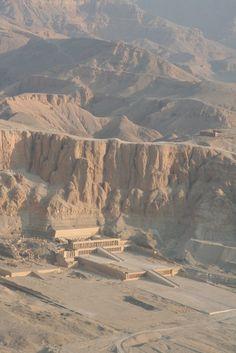 Hatshepsut Temple Egypt Ancient Tomb, Ancient Egyptian Art, Ancient History, Egypt Art, Visit Egypt, Egypt Travel, Ancient Civilizations, Luxor, Cartography