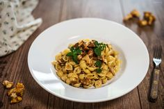 Eierschwammerl Pasta, fresh pasta with chanterelles, chanterelles pasta, easy pasta Fresh Pasta, Snacks, Austria, Risotto, Ethnic Recipes, Easy, Food, Cooking Recipes, Pasta Bake