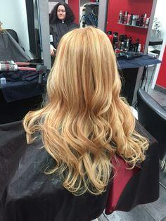 Golden blonde with strawberry lowlights @amy_ziegler #versatilestrands